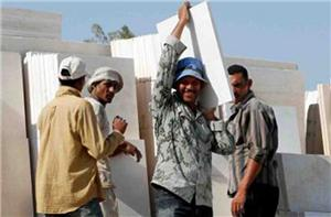 المرصد العمالي: القوانين والتشريعات توفر حماية جزئية للعمال المهاجرين