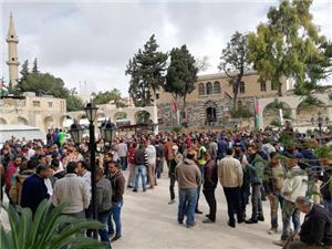 موظفو بلدية اربد يعتصمون للمطالبة بحقوق عمالية