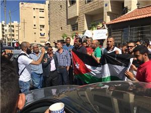 متعطلون عن العمل يعتصمون أمام  وزارة العمل